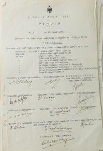Me vendimin nr. 26, 15 dhjetor 1945, kryesija e KANÇ-it ngarkoi Këshillin e Ministrave që të krijonte një gjyq special…